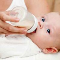 母乳喂养PK奶瓶喂养 胜利花落谁家