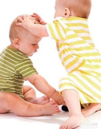 幼儿打人行为