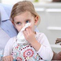 4岁孩子半夜打喷嚏,枕头被子全是血,家长冬季要当心这种病!