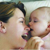 家家月嫂解析宝宝爱盯着妈妈看的原因,答案可能比你想的还要暖!