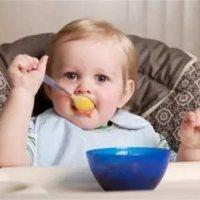 宝宝1岁就和大人一起吃饭?这4个危害宝妈们必看!