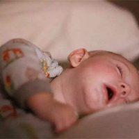 宝宝戒夜奶有信号?家长要抓对时机!