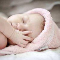 宝宝睡觉姿势不对竟会变丑?掌握正确的睡姿至关重要!