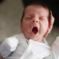 孩子总是半夜醒来,不是饿而是这个原因!