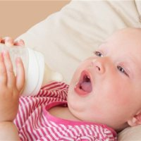 这样给孩子喝奶,营养全都没了,很多家长都不懂!