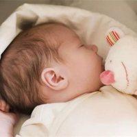 冬季宝宝睡觉狂踢被、大人孩子睡不好,教你一招轻松搞定!