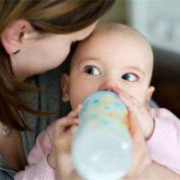 人工喂养or母乳喂养?喝母乳长大的孩子也不一定更聪明!